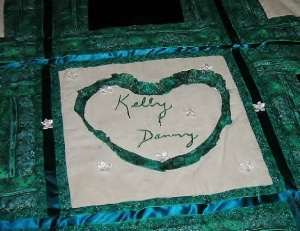 Kellys Wedding Quilt.Closeup (698x496) (572x442)