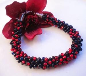Bracelet.Kumihimo.Red.Black