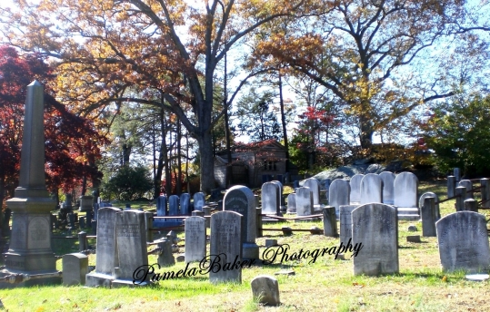sleepyhollow-tombstones-dating-back-to-1600s-watermarked-10-26