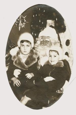 christmas-1954-wendy-pam-santa-530x800